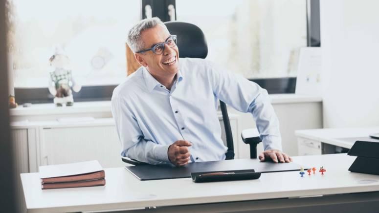 Zentrale Mitarbeiter Schreibtisch Vorne