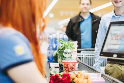 Filiale Kassenband Produkte Verkäuferin