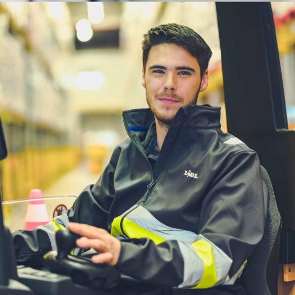 Andreas auf dem Gabelstapler im Lidl-Logistikzentrum