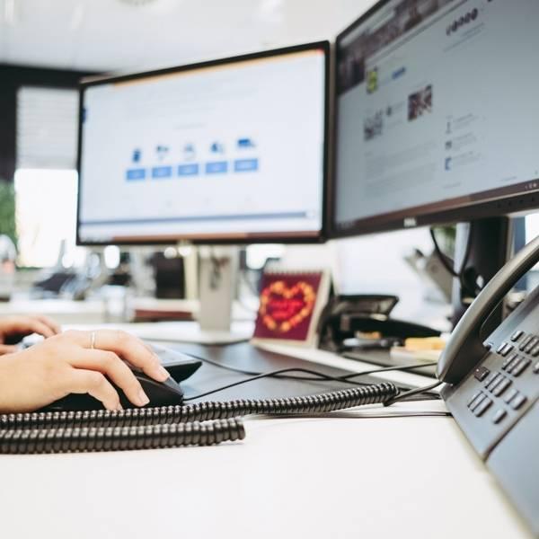 Bildschirme Schreibtisch